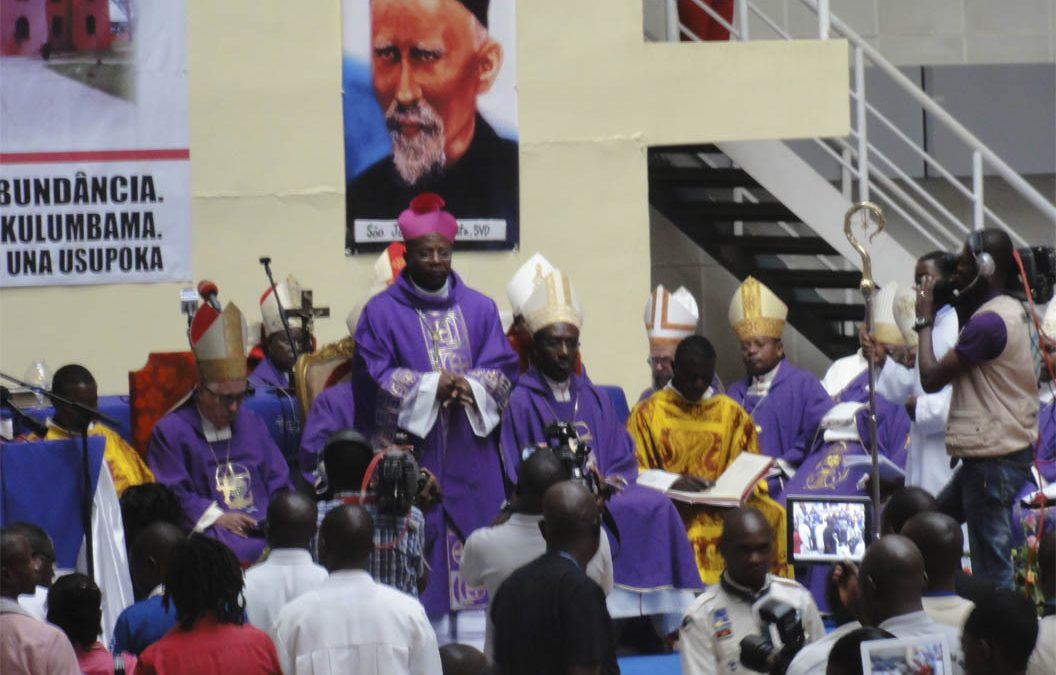 Entrevista al obispo Estanislau Chindecasse