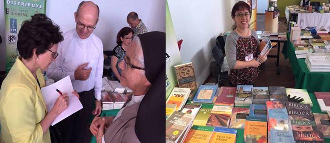 Exposición de literatura bíblica en Medellín