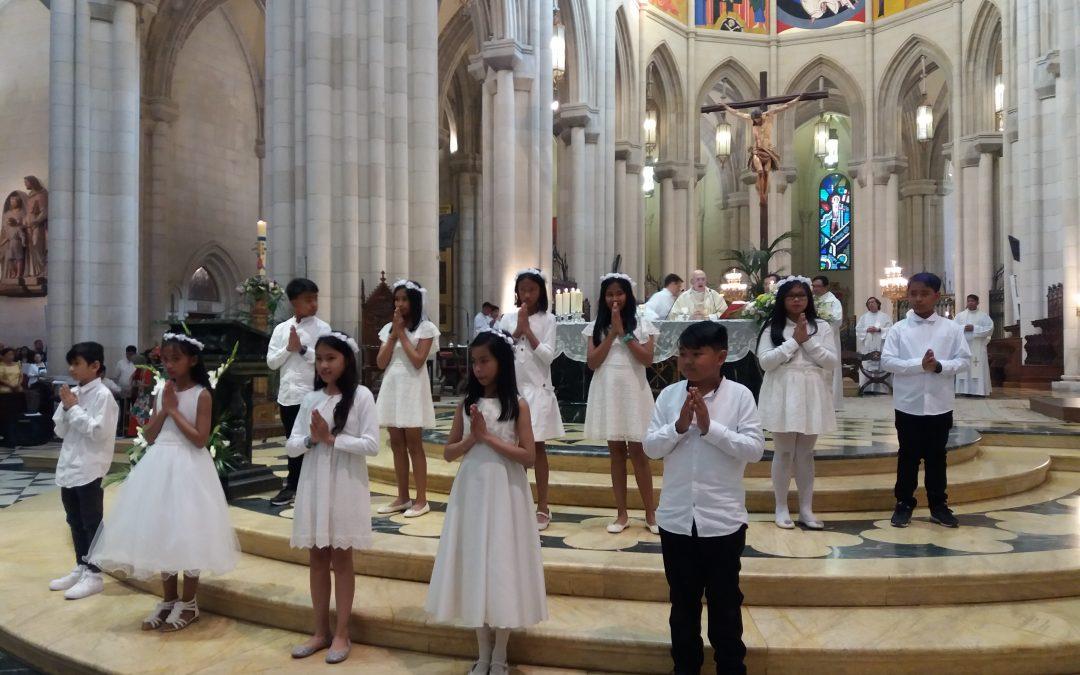 Interculturalidad en la Catedral de Madrid, aquí católicos filipinos con los que convivimos a diario