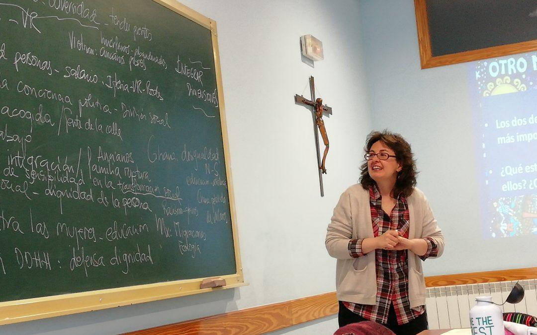 Varghese Nelluvelil nos canta con fotos el bien decir de Ana Isabel González