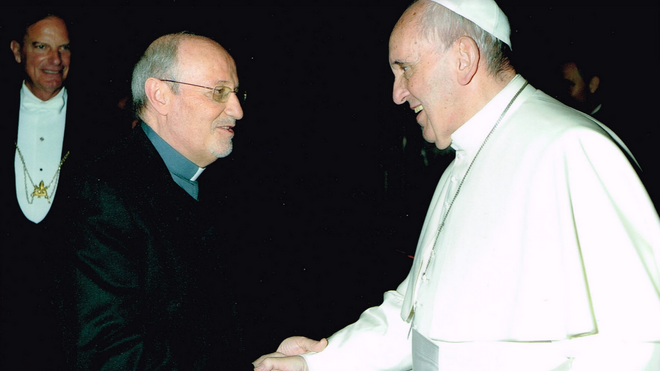 """Carlos del Valle, rector del Colegio San Pedro de Roma: """"Nuestra tarea es evangelizar formando o formar evangelizando"""""""
