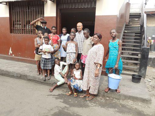 Pozo de agua para niños de la calle